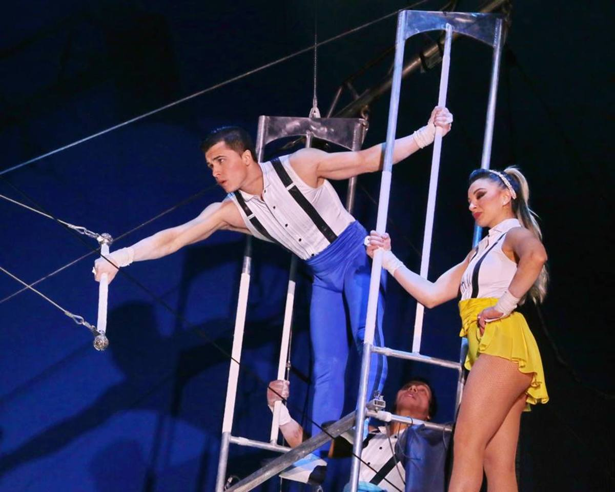 Grabbing for the bar; Big Apple Circus