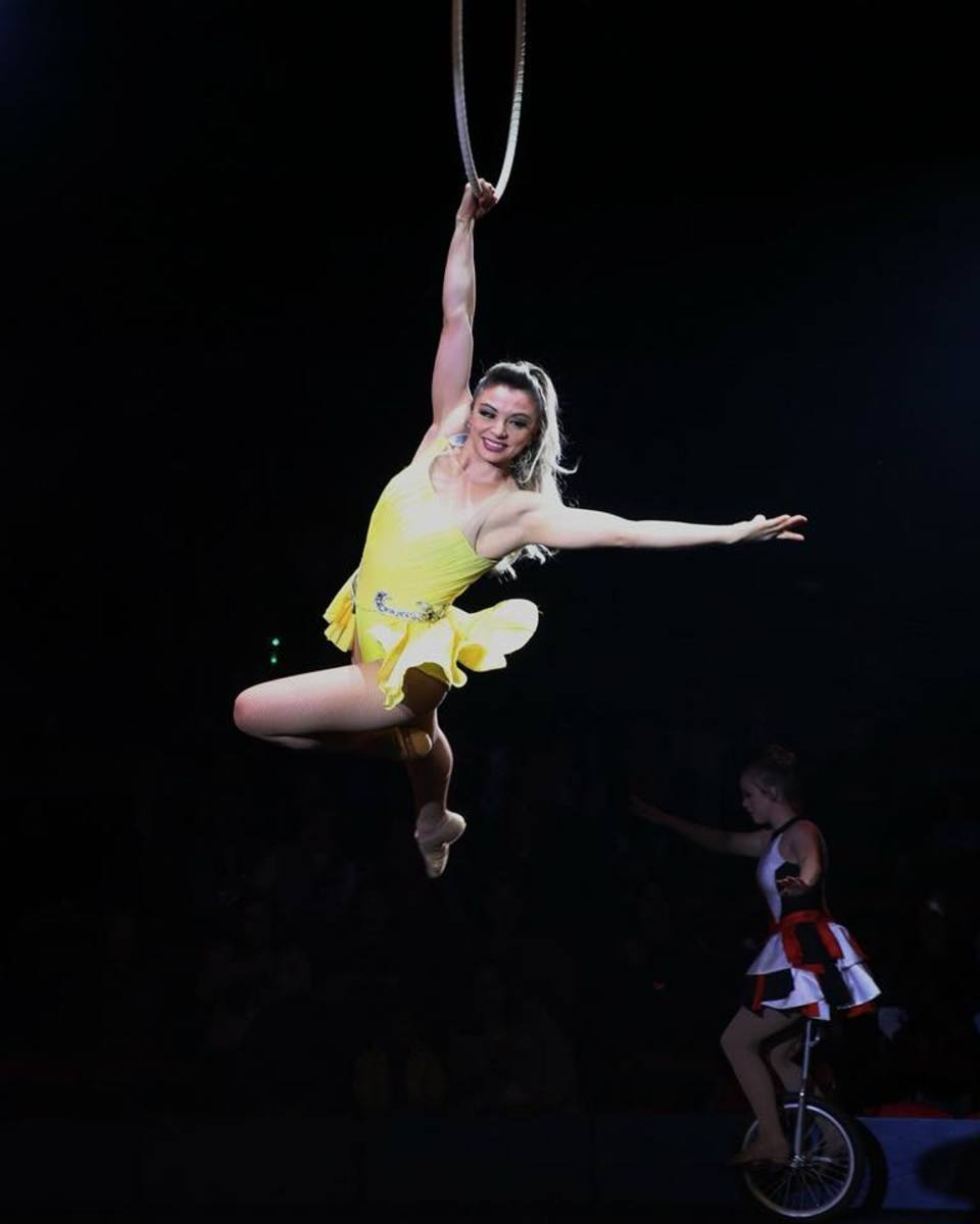 Estefani Evans on the lira hoop; Big Apple Circus