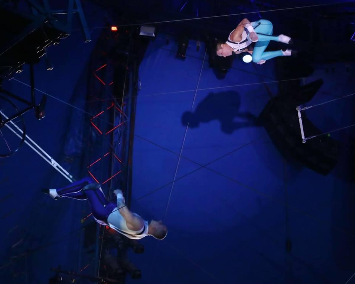Mauricio Navas turns a somersault toward the arms of catcher Adriano de Quadra; Big Apple Circus