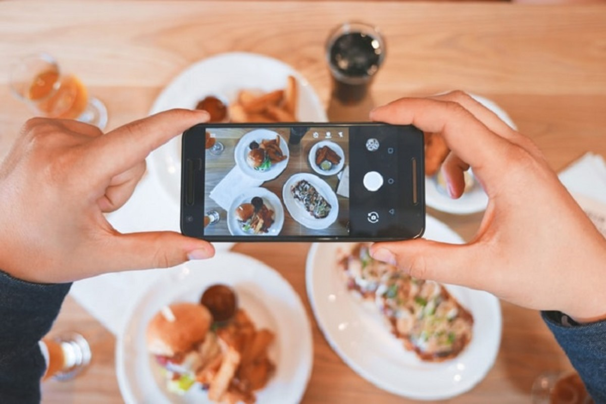A smartphone picture of the meal adds color to online reviews.