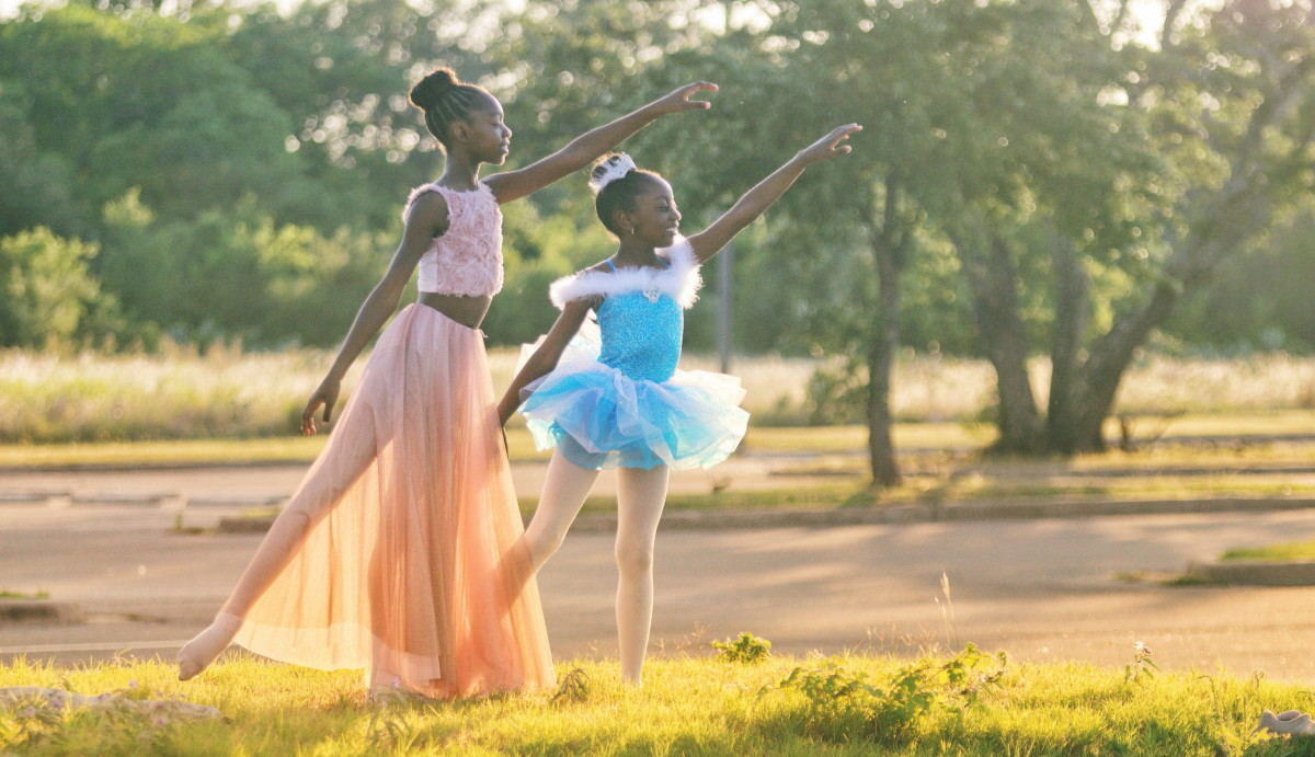 The back leg in a ballet arabesque is straight with a pointed toe
