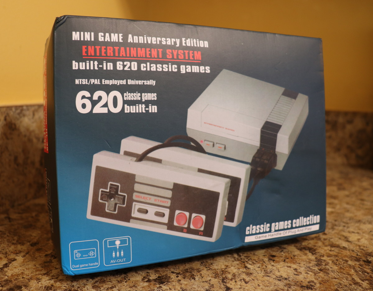 The Nintendo Classic only has 30 built-in games, not 620. (Box design and number of games may vary on bootlegged consoles.)