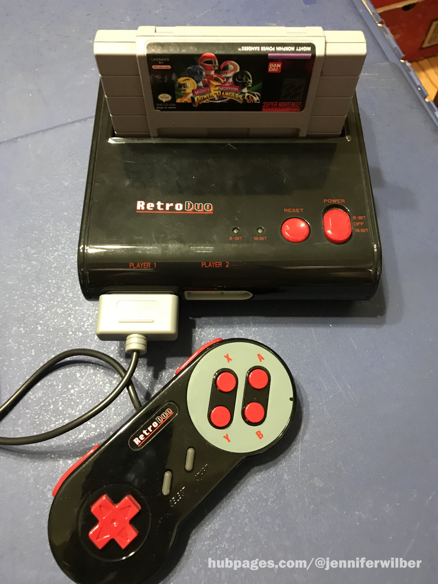 The Retro Duo shown with an SNES game cart and one pack-in controller.