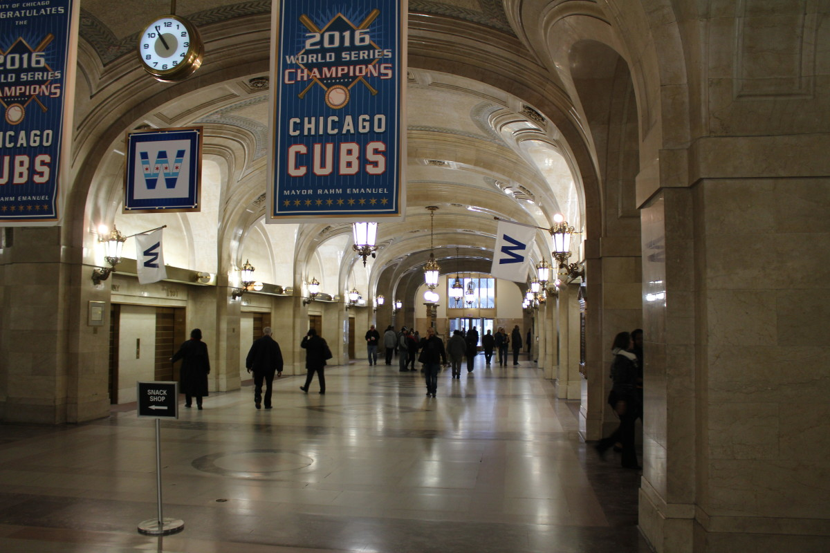 The main corridor, picture taken in November 2016. Also I'm happy for the Cubs winning the world series that year, but I'm more of a White Sox fan.