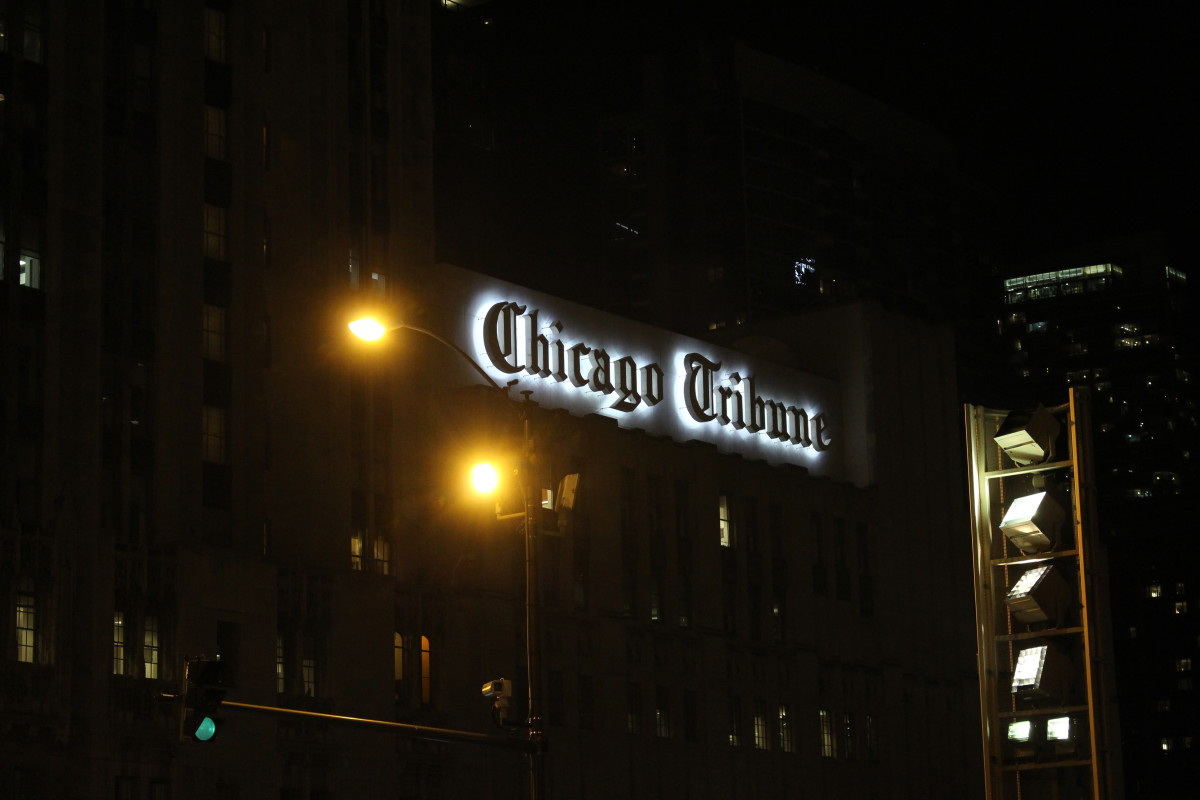 A closer shot of the Chicago Tribune sign.