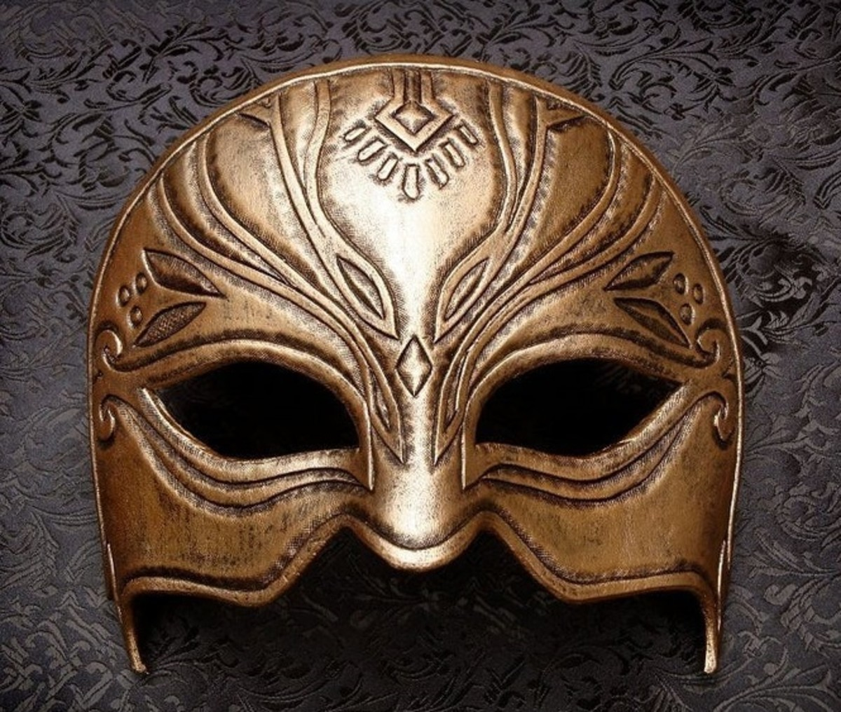 "Orlesian Mask in ""DAO"""
