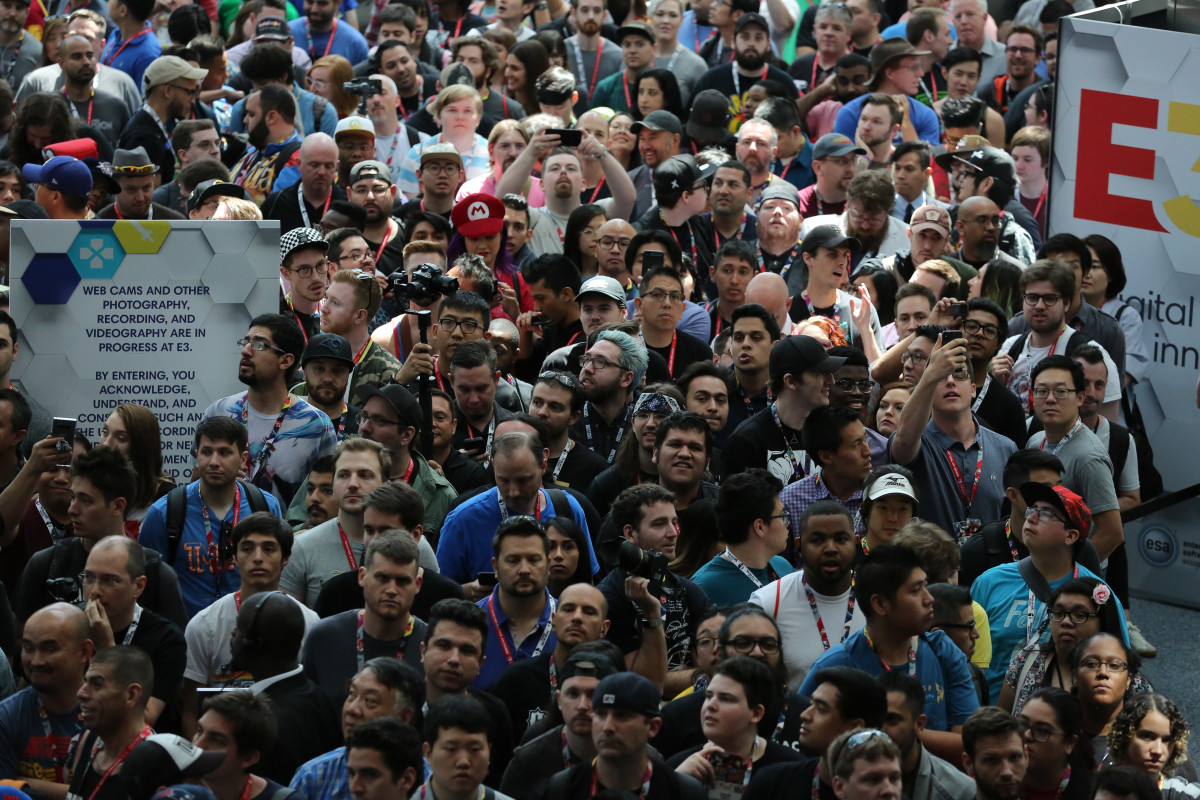 A jam-packed hallway at E3 in years past.