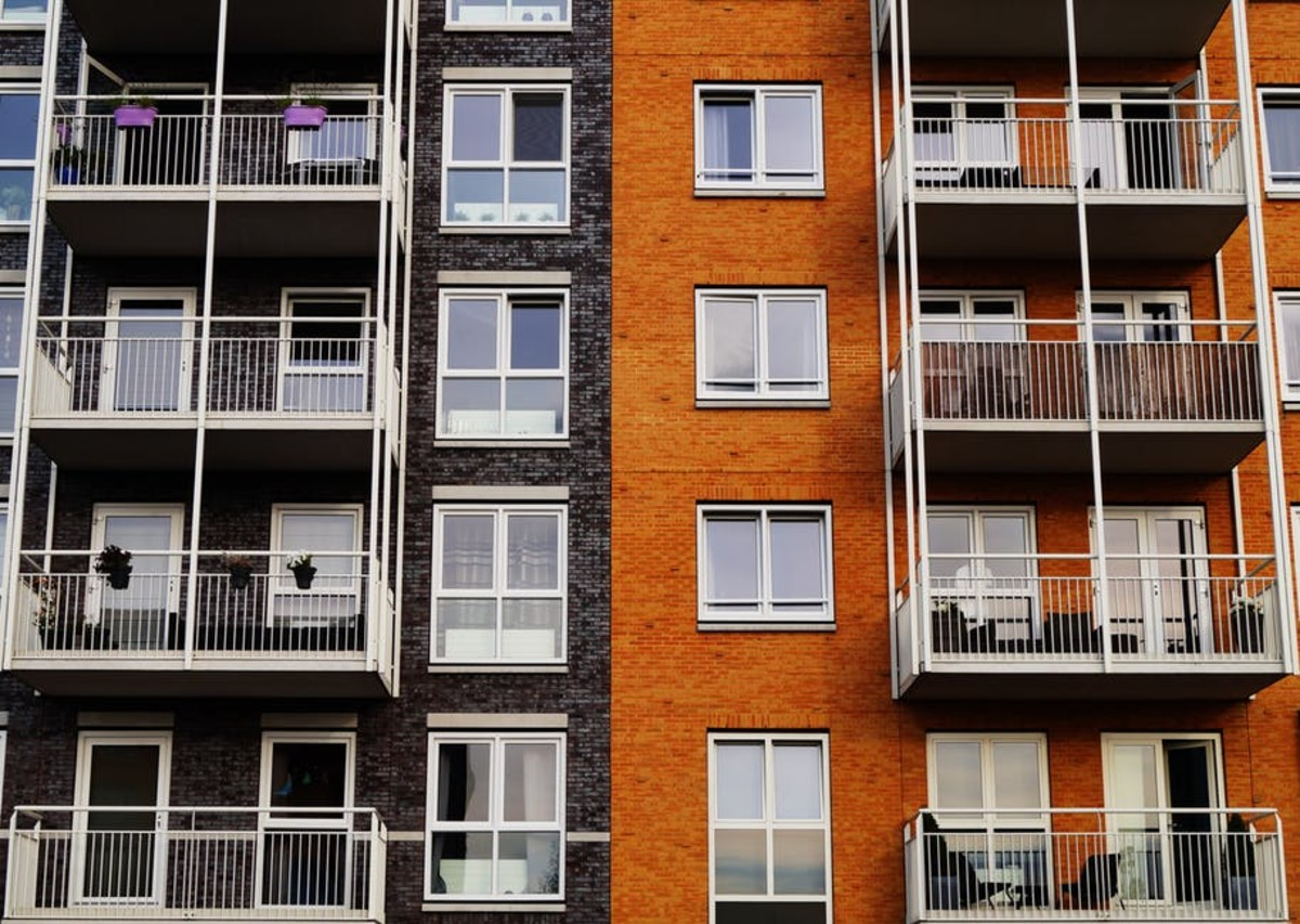 Close neighbors and tight spaces are some of the major problems apartment living brings.