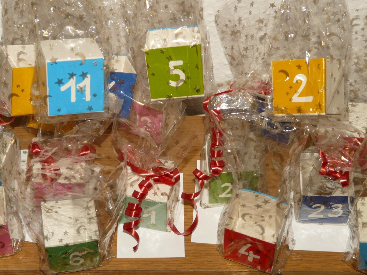 Think outside the box. No matter what size gift you want to put in each day on your custom advent calendar, there are plenty of creative ways to individually wrap and display your gifts.
