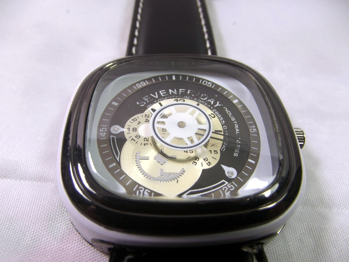 Anatomy of a SevenFriday Replica