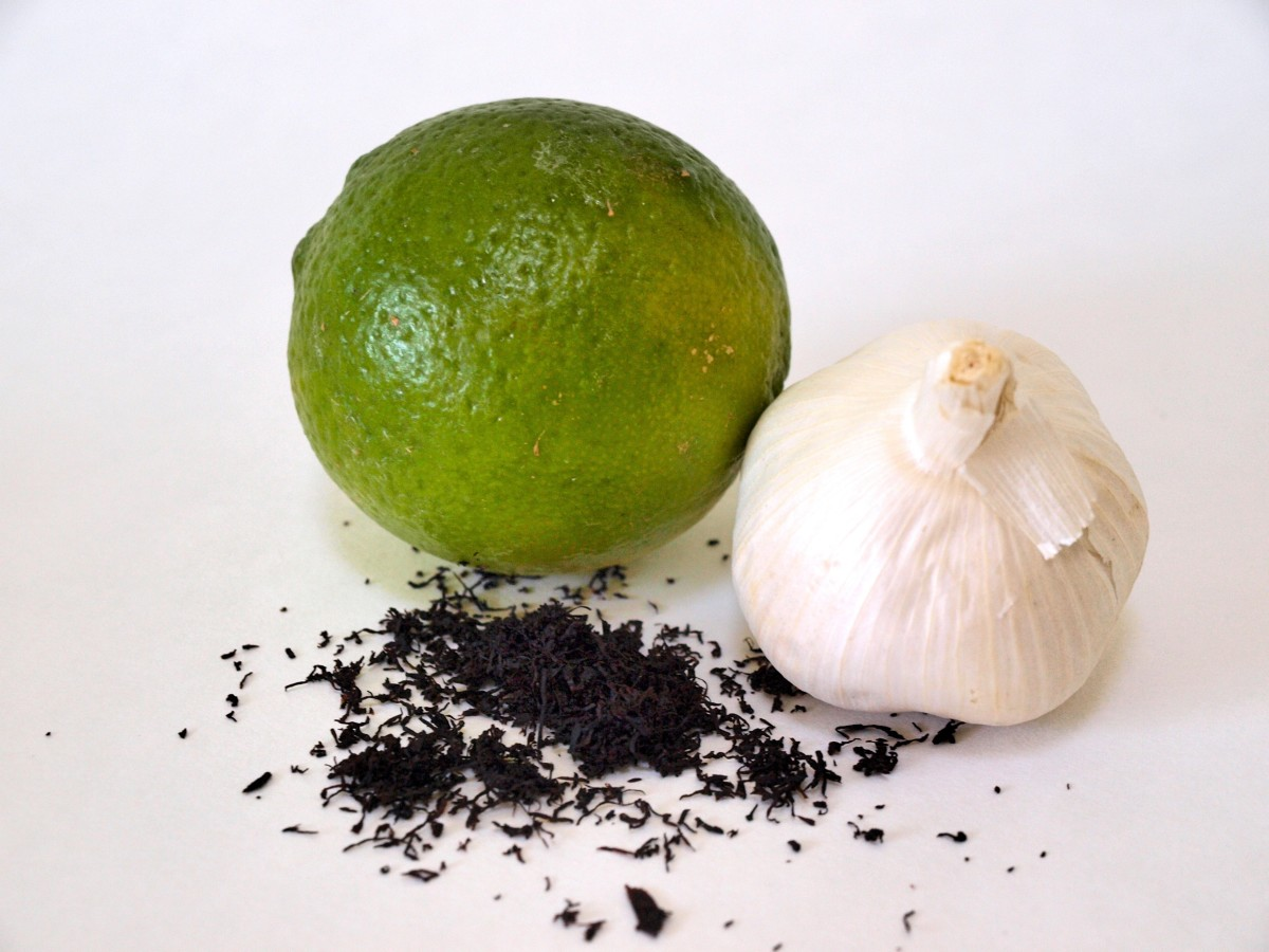 Popular natural remedies for ringworm include tobacco, limes, and garlic.