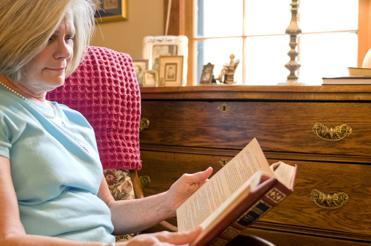 Reading aloud to yourself will help you learn what you need to work on when learning to talk with your new dentures.