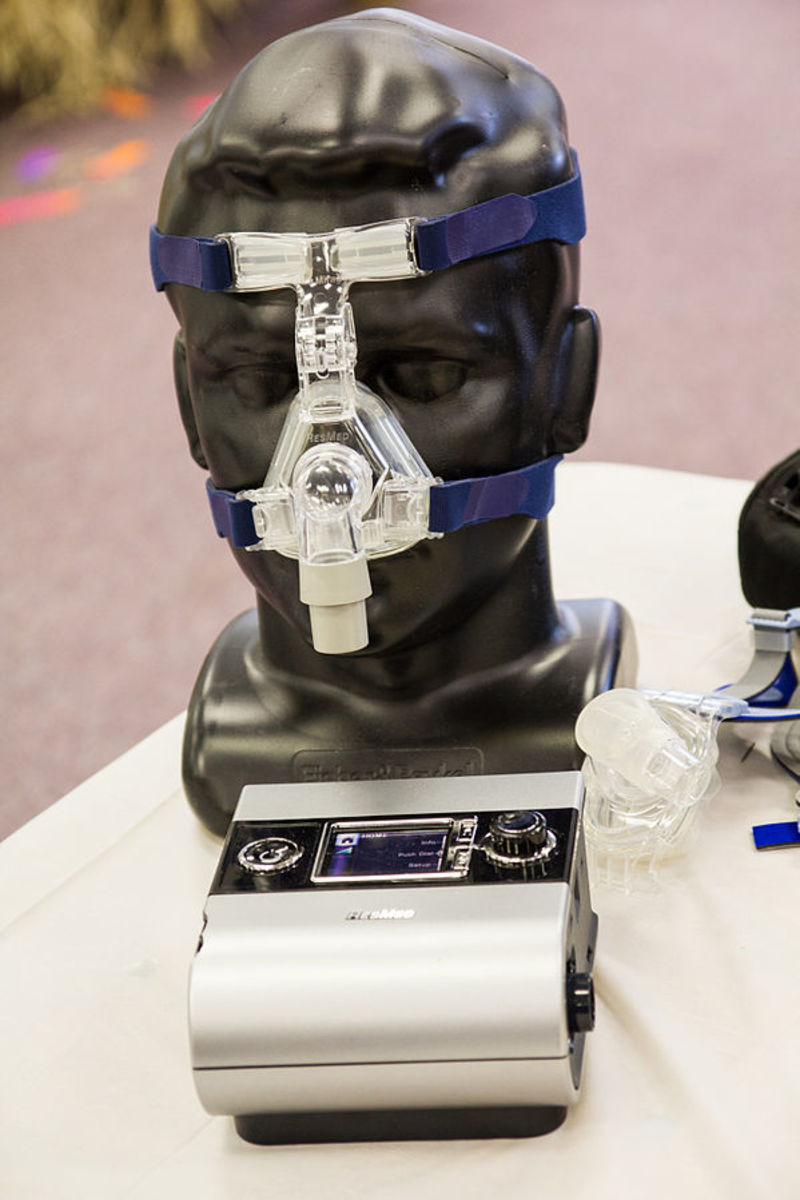 A sleep apnea mask and machine
