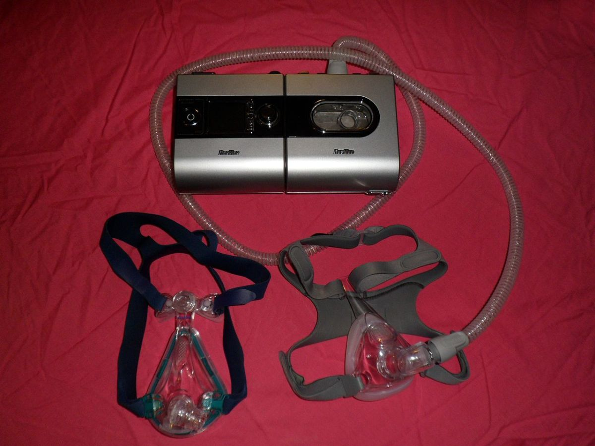 CPAP machine type S9 with heated humidifier type H5i (producer: ResMed), with two models of full face masks