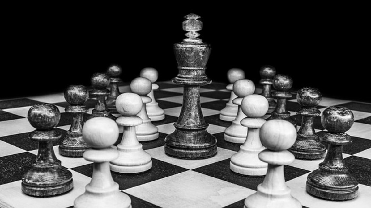 How to Play Insidious Chess: A Chess Variant