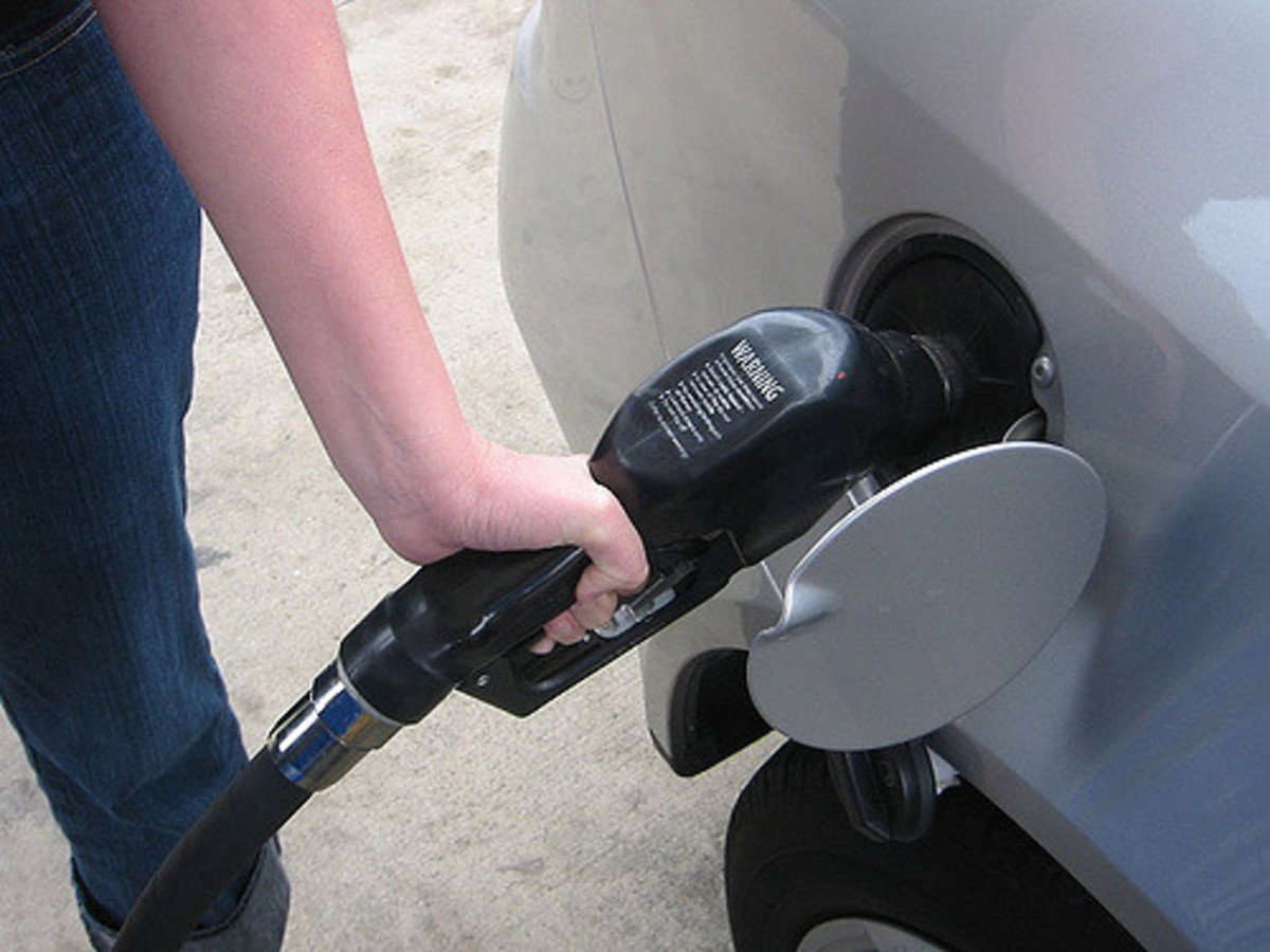 From Oil to Fuel: How Gasoline Makes It to Your Gas Tank