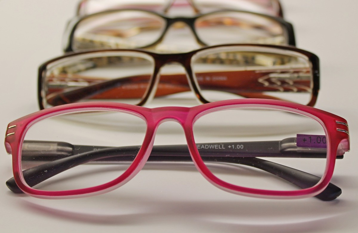 Get advice on buying eyewear online and sparing your budget.