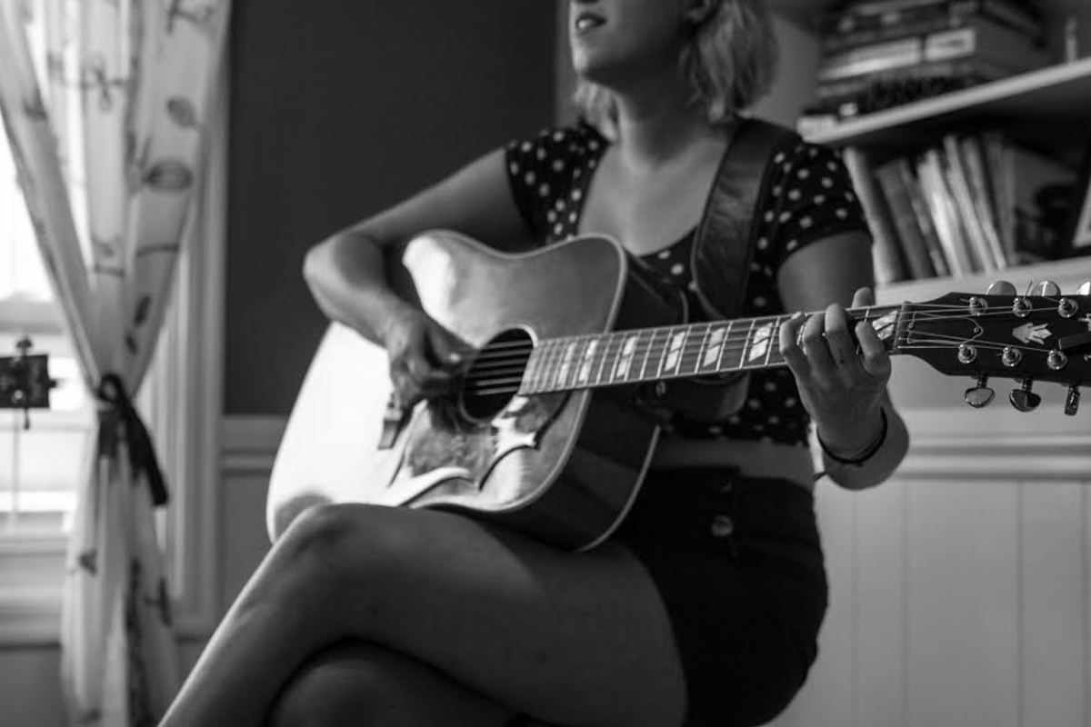 Justine Vandergrift: Canadian Roots Musician Profile