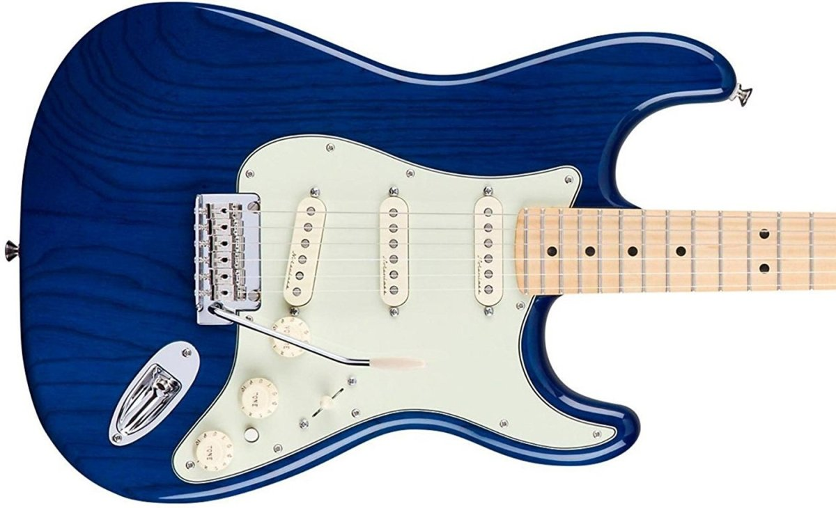 Review: Fender Deluxe Stratocaster Sapphire Blue Transparent With Maple Fingerboard
