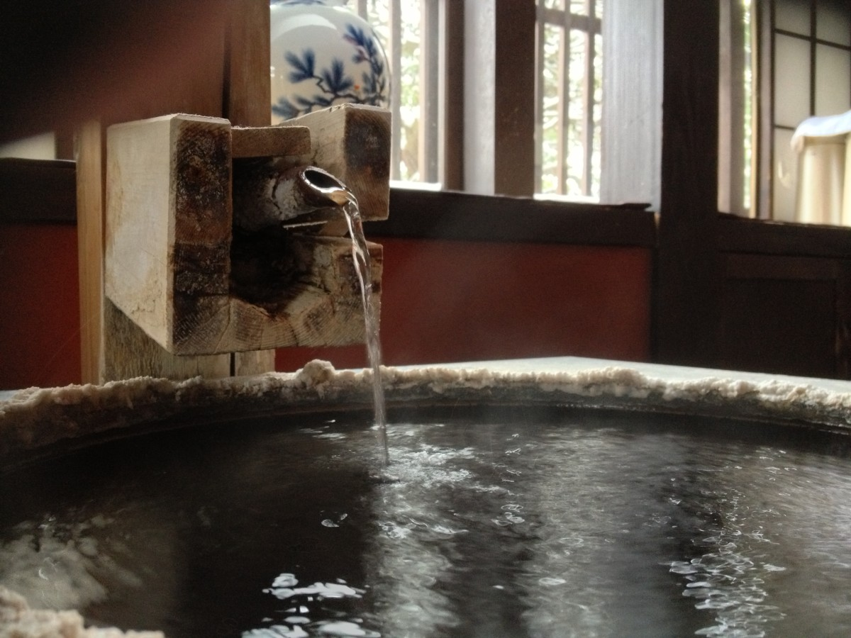 into-an-onsen-all-about-japanese-hot-springs