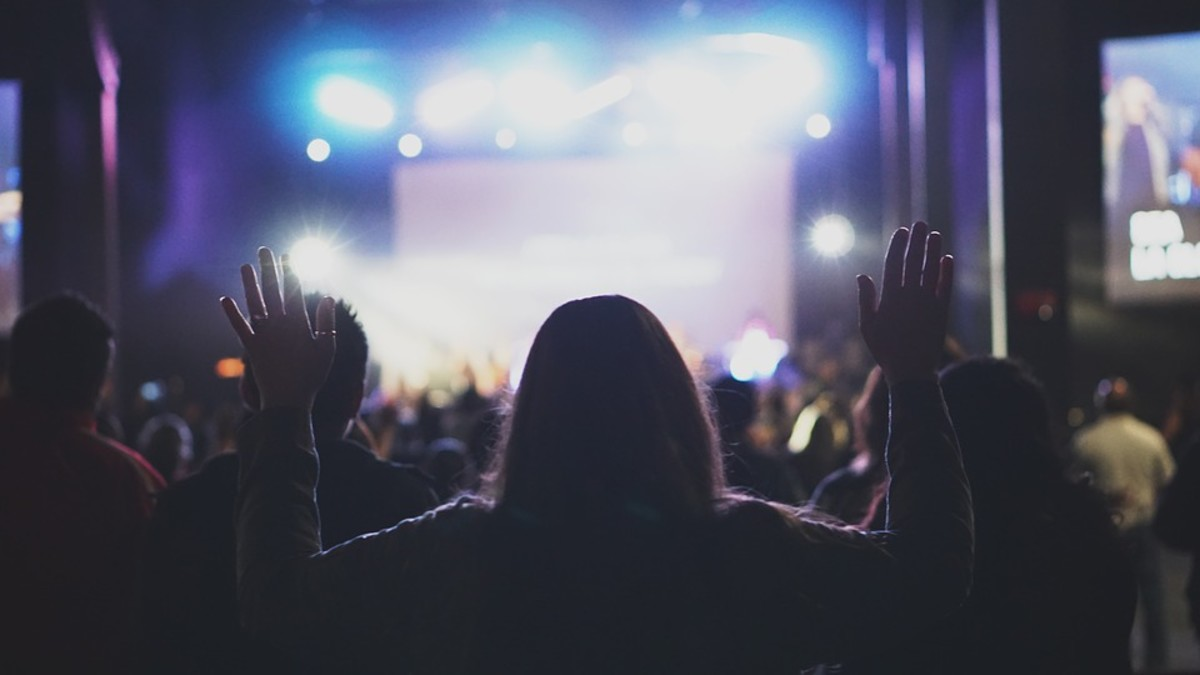 The Difference Between a Music Performer and a Worship