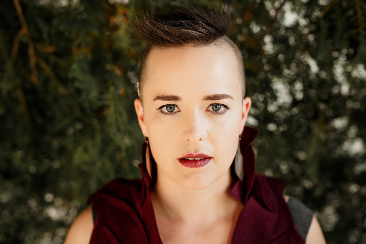 Raine Hamilton: Canadian Folk Artist Profiled