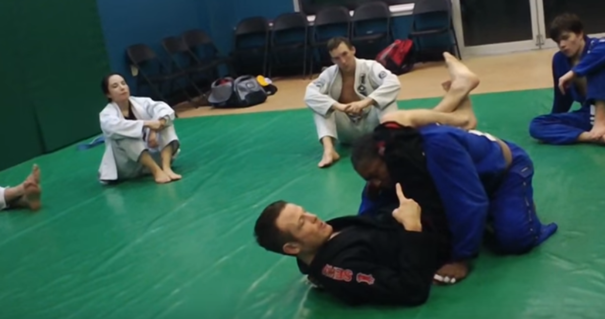 Applying a triangle choke.