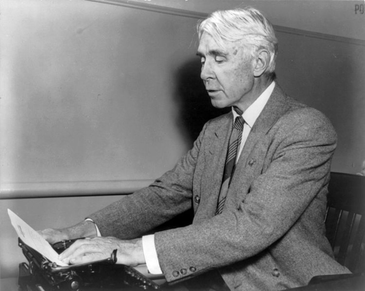 "Analysis Of Poem ""Fog"" by Carl Sandburg"