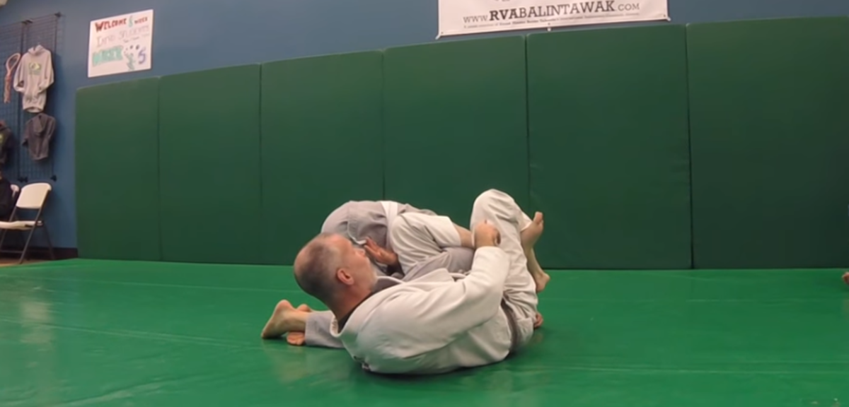 Switching to the armbar.