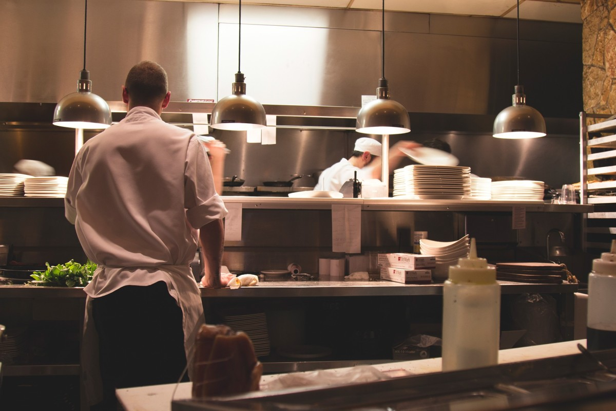 Unless you're a professional chef yourself, it might be hard to choose gift for someone who's just joined the restaurant industry as a cook or chef.