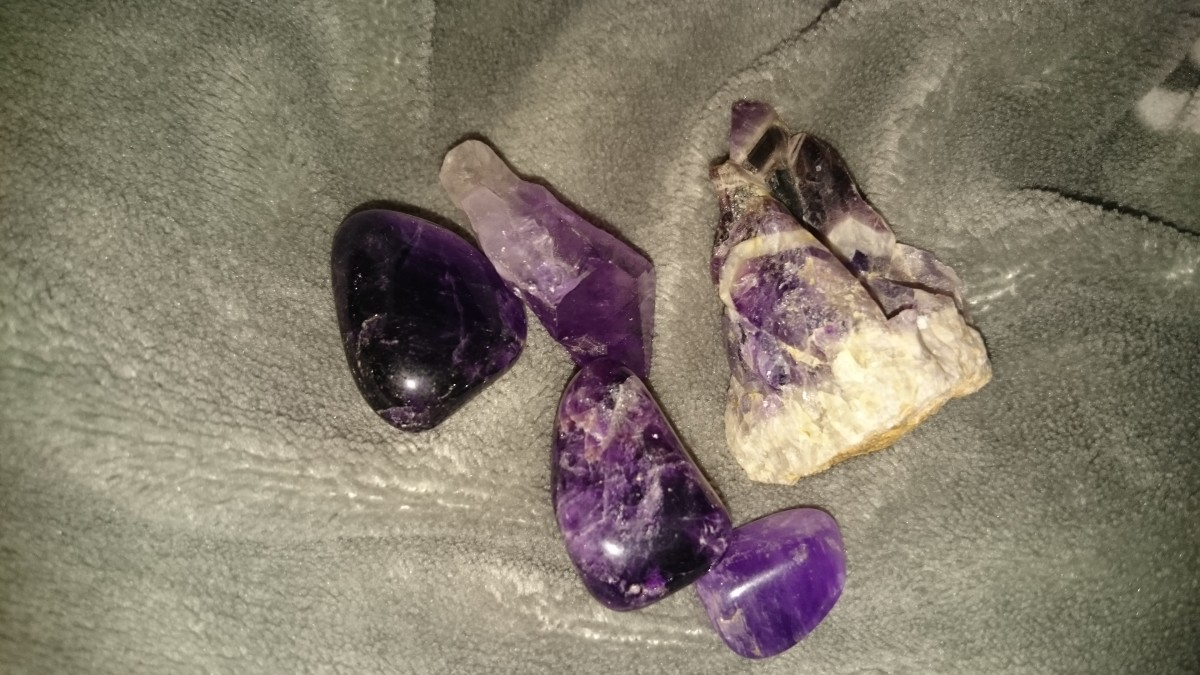 Raw and tumbled amethyst crystals