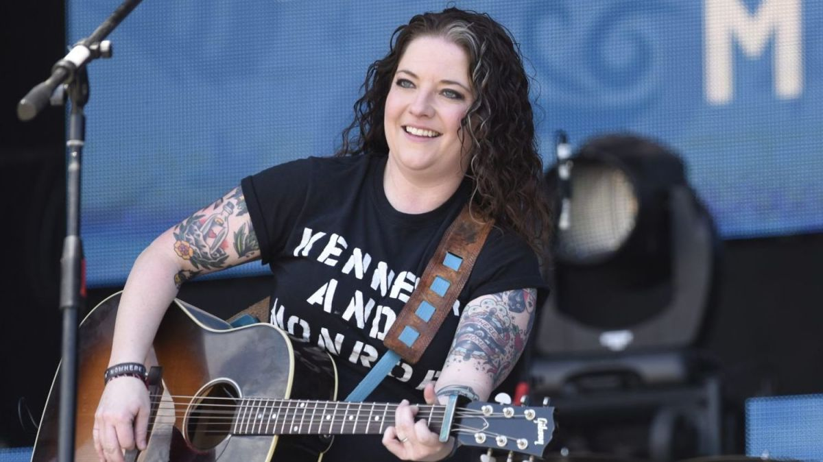 7 Best Kick-Ass Women in Country Music