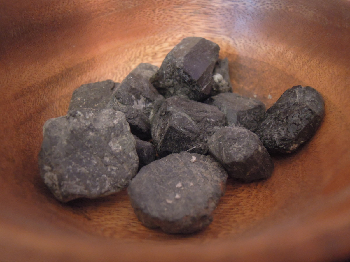 Black tourmaline crystals are useful for clearning and balancing the chakras.