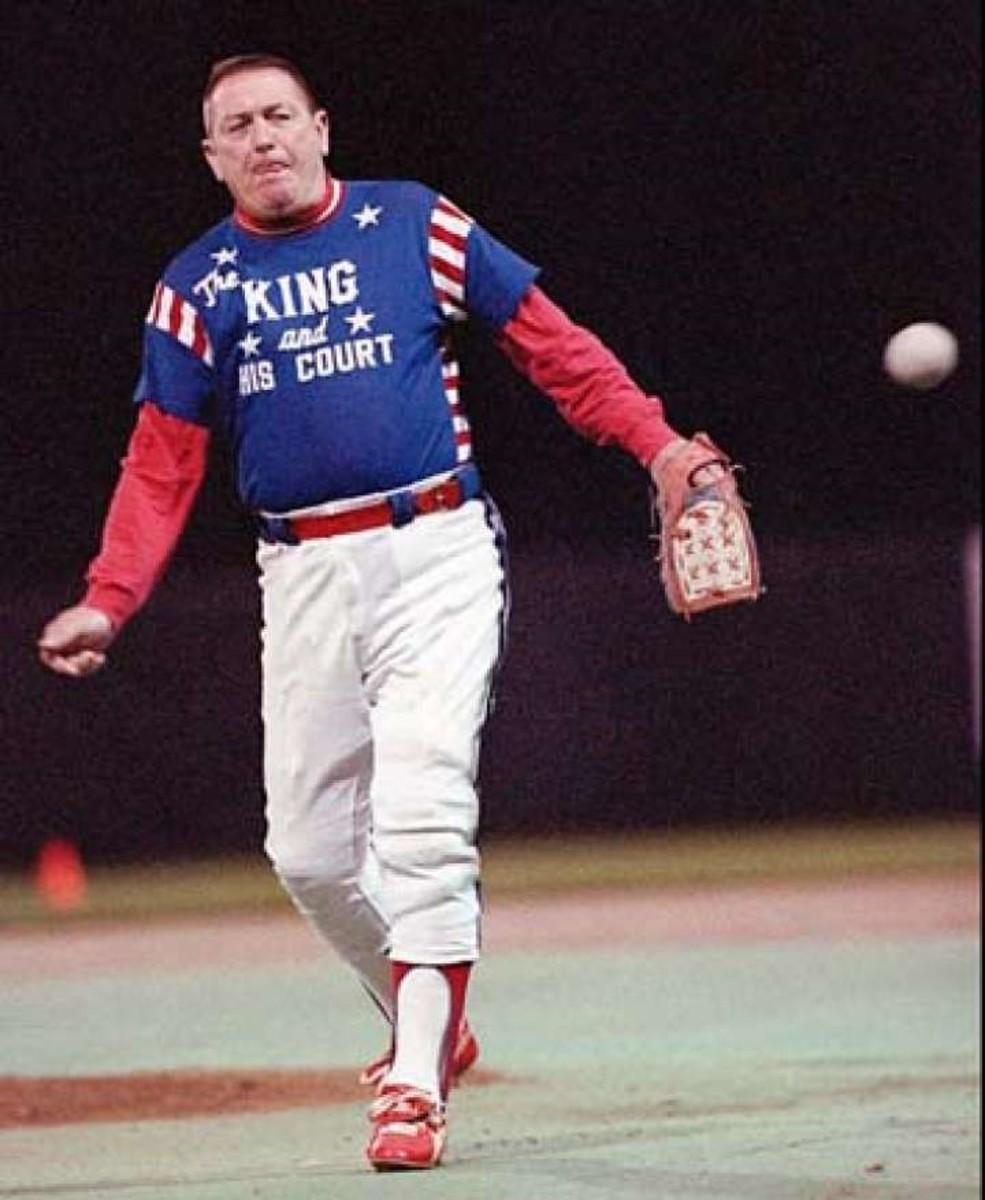 Eddie Feigner pitching.