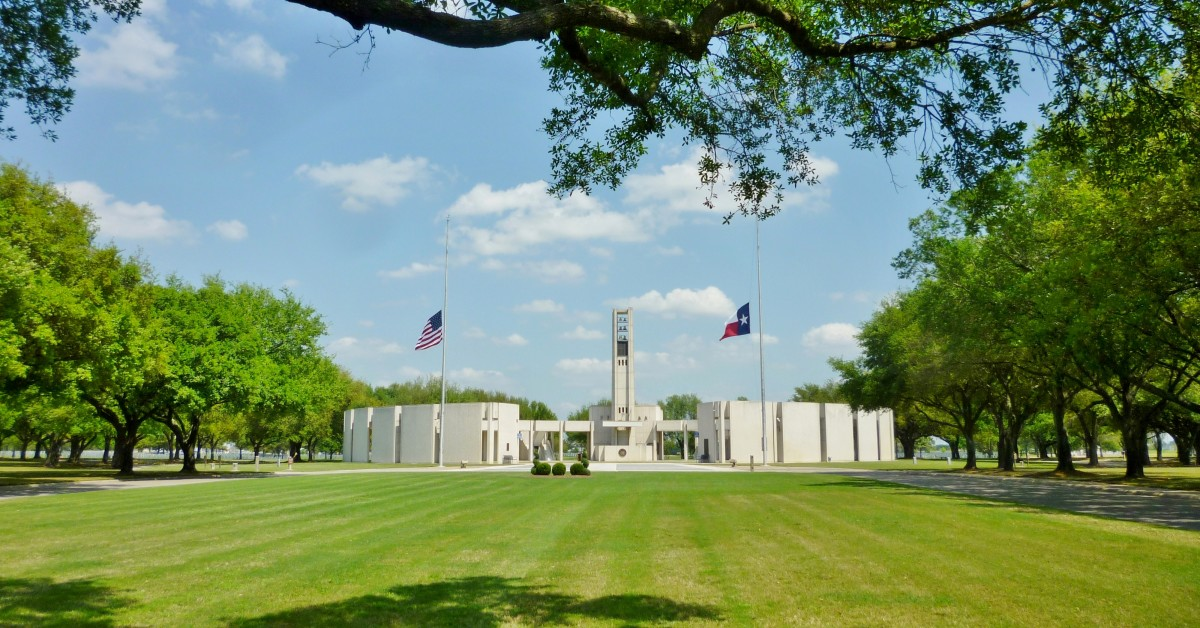 Hemicycle monument at Houston National Cemetery