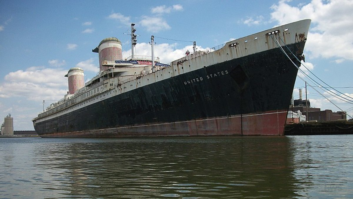 SS United States docked at Philadelphia since 1969