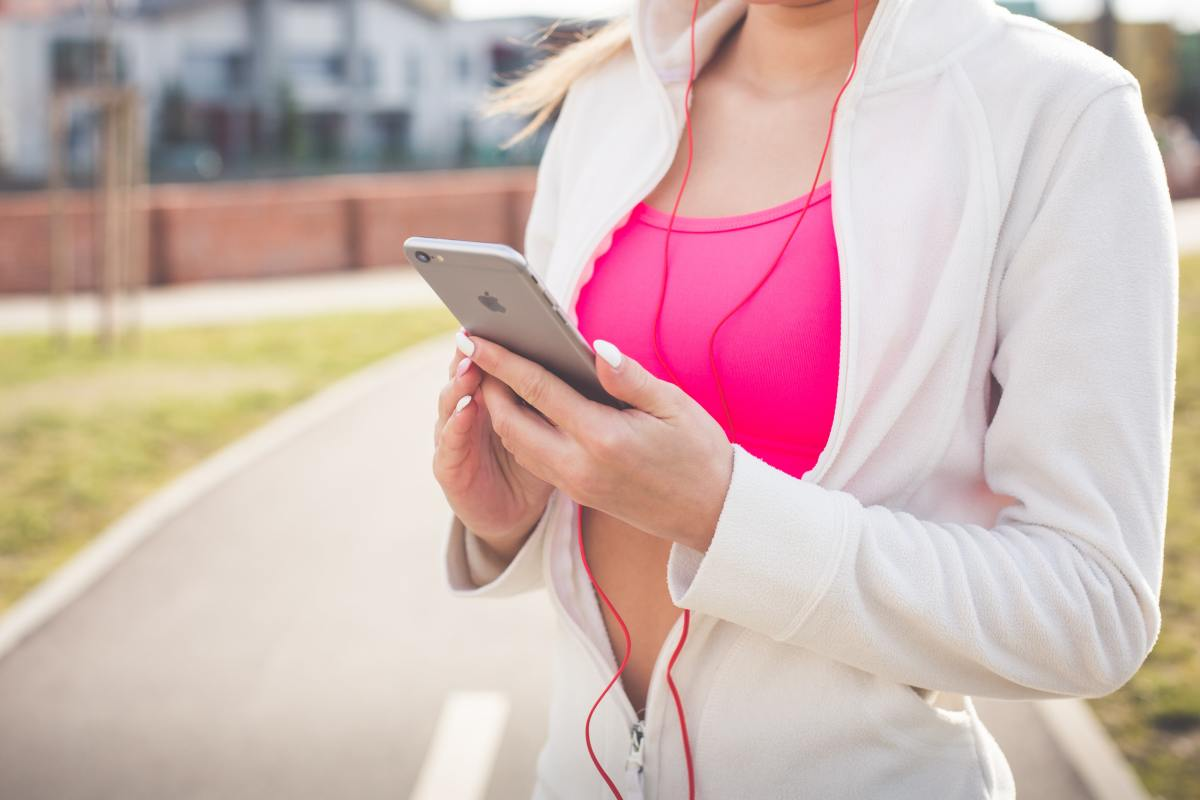 5 Reasons to Walk Without Headphones