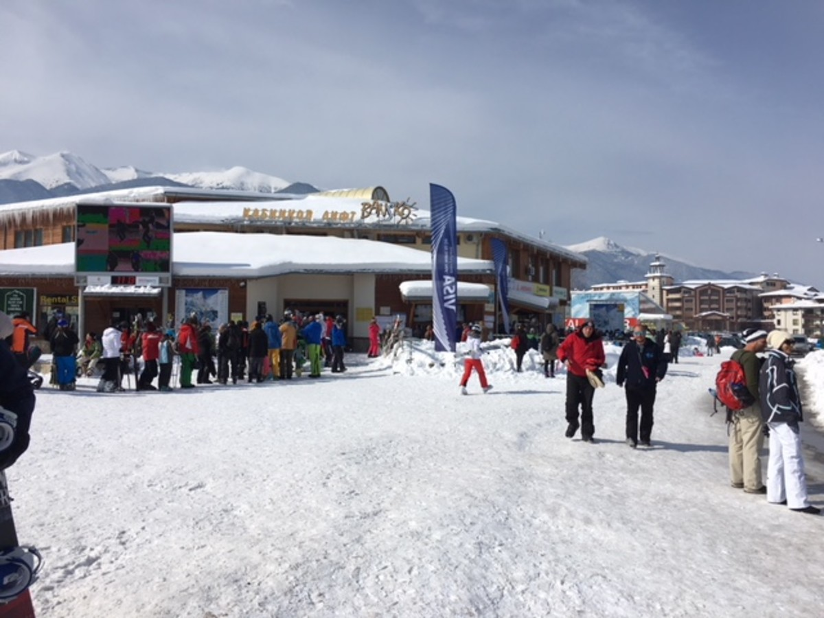 How to Avoid the Bansko Gondola Lift Queue and Get up the Mountain Quickly