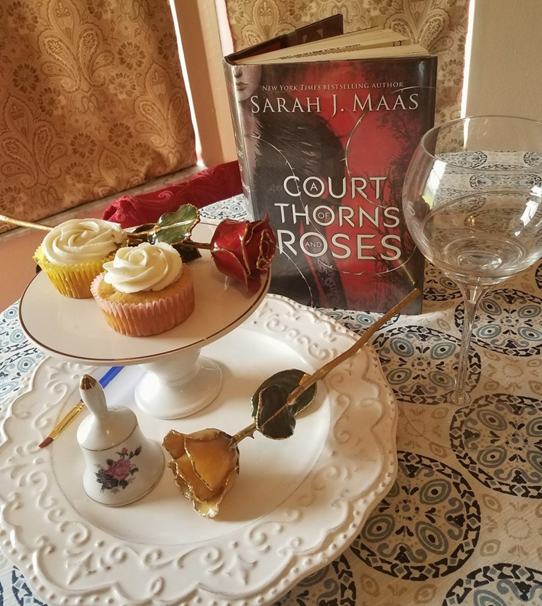 """""""A Court of Thorns and Roses"""" Book Discussion and """"Spring Court"""" White Choc Strawberry Cupcakes w/Lemon Frosting Recipe"""