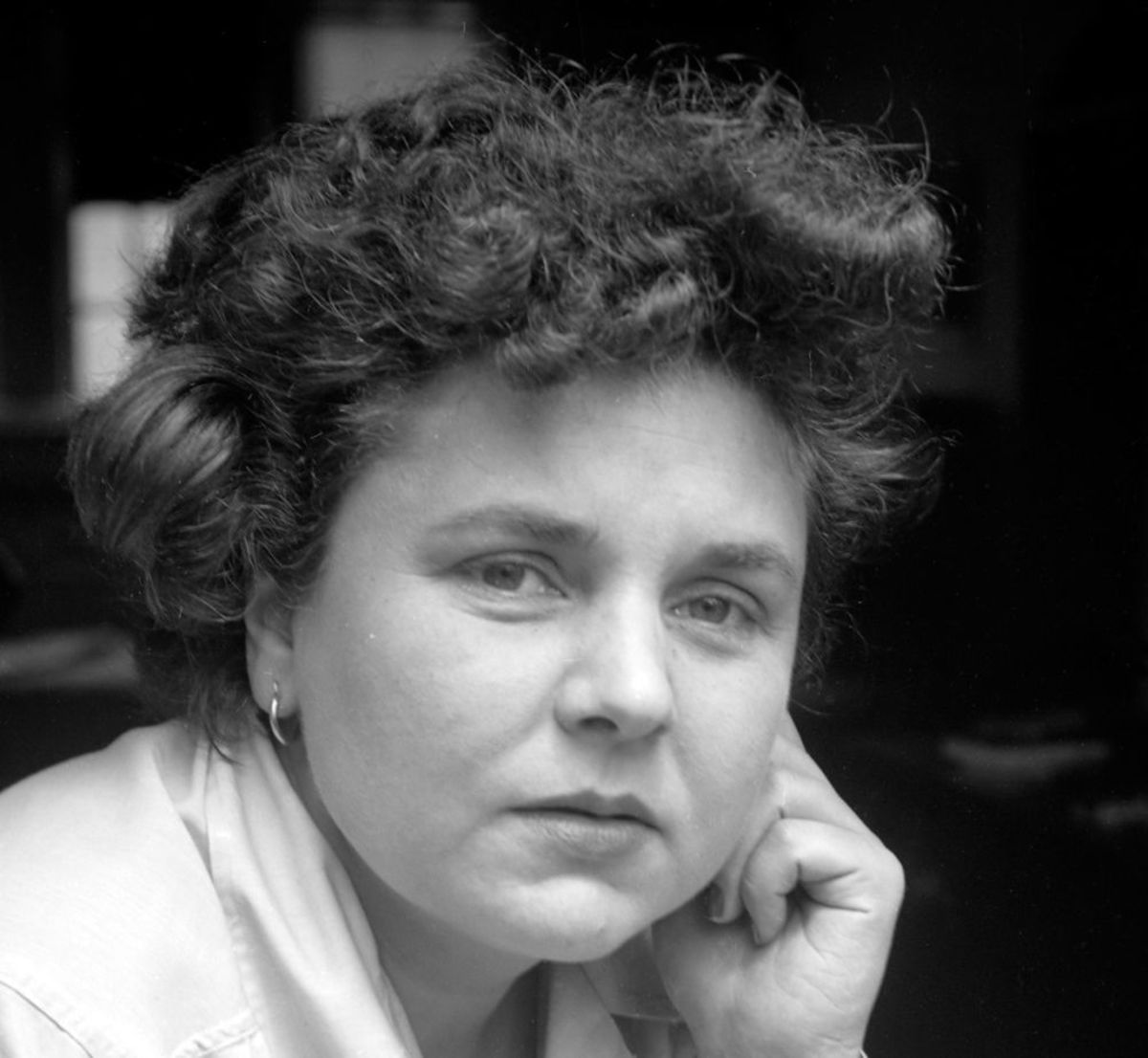 "Analysis of Poem ""Filling Station"" by Elizabeth Bishop"