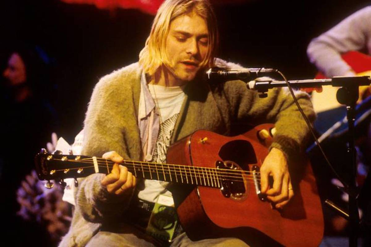 Kurt Cobain and his 1959 Martin D-18E at the MTV Unplugged in New York concert.