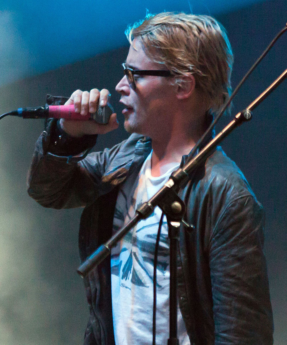Macaulay Culkin singing 2010.