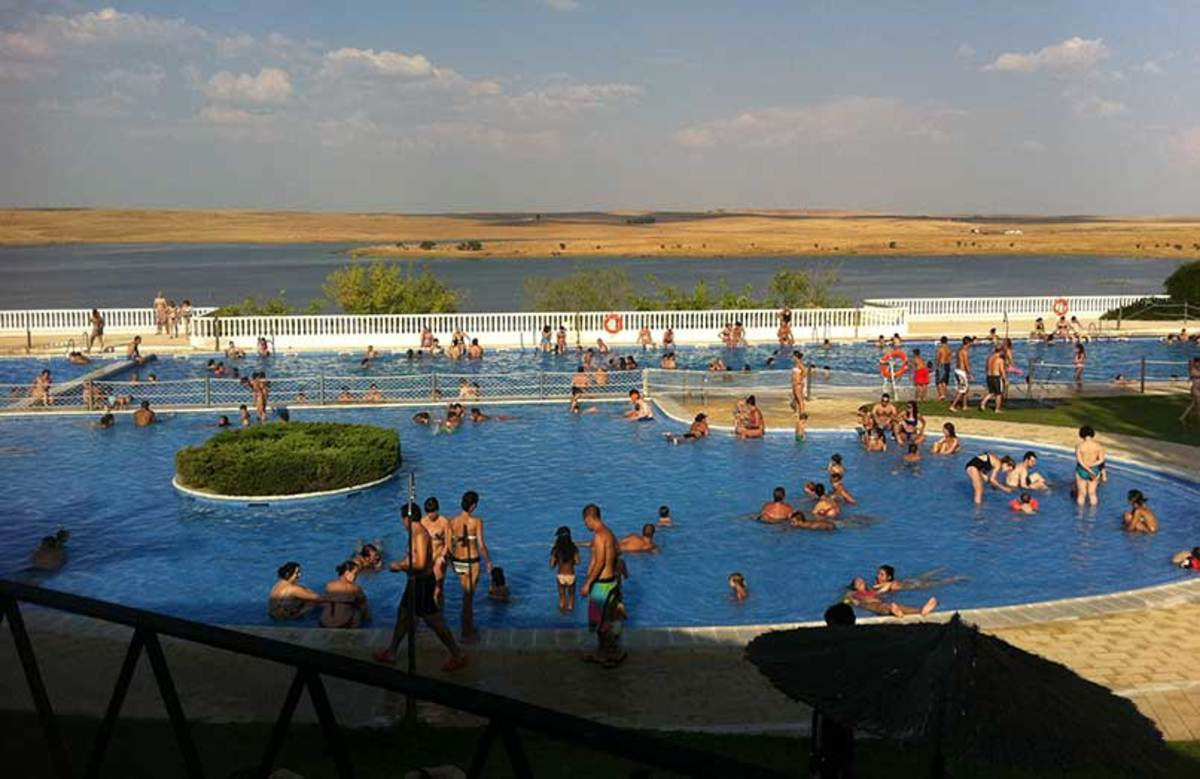Guadipark Pool on the highway to Sierra de Fuentes.