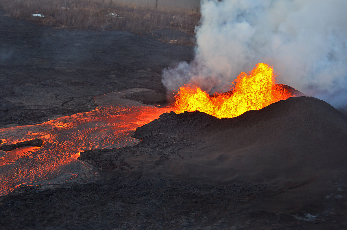 Lava fountains at fissure No.8 on June 5, 2018. (Photo courtesy of USGS-HVO)