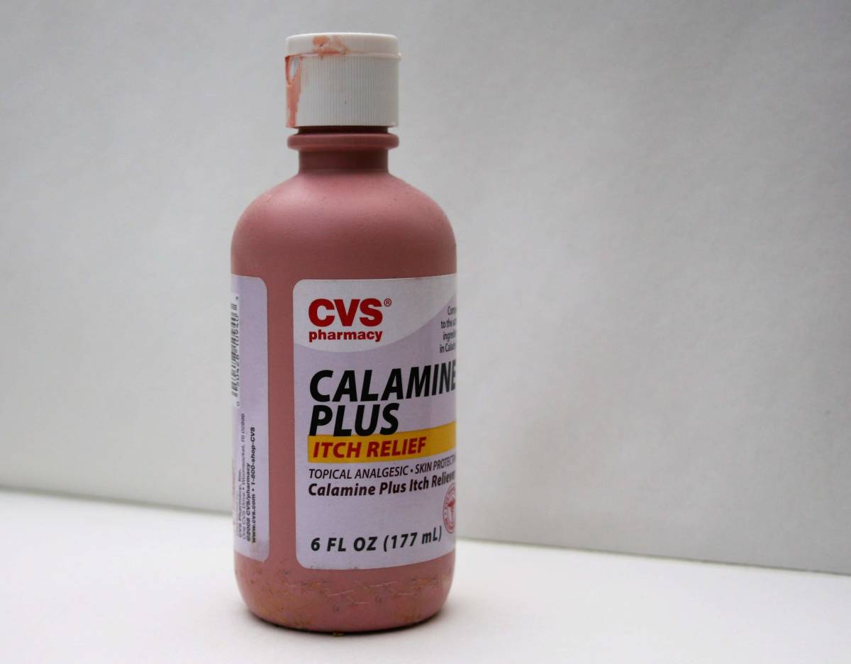 Many dermatologists still recommend treating your poison ivy rash with Calamine lotion.