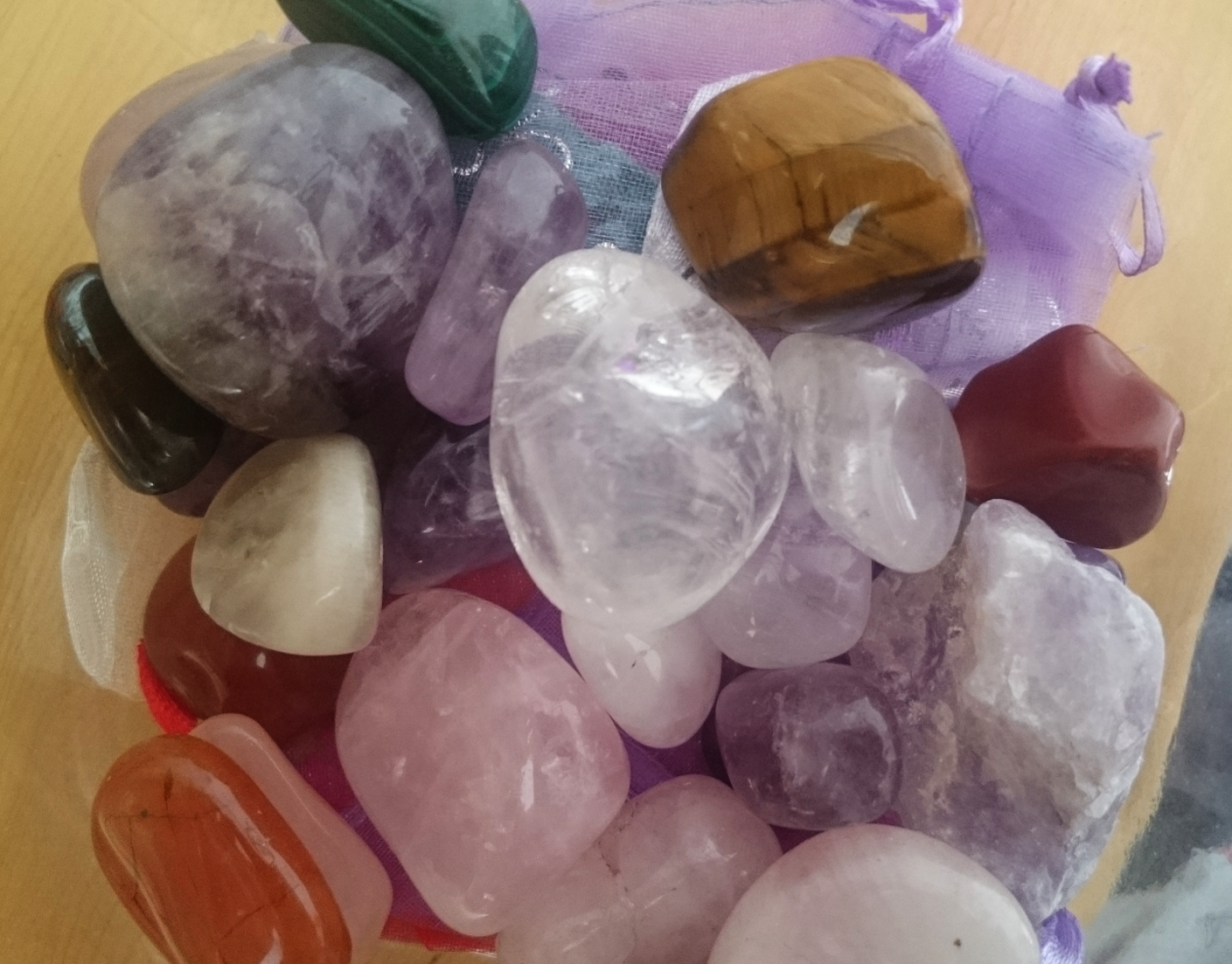 Healing crystals can be combined with colour therapy easily .