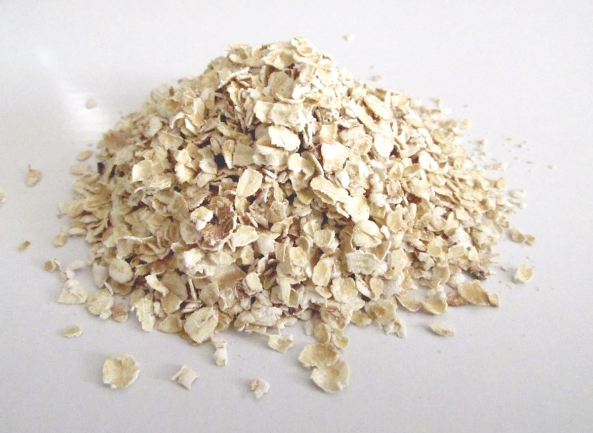 an-oatmeal-bath-for-dry-skin