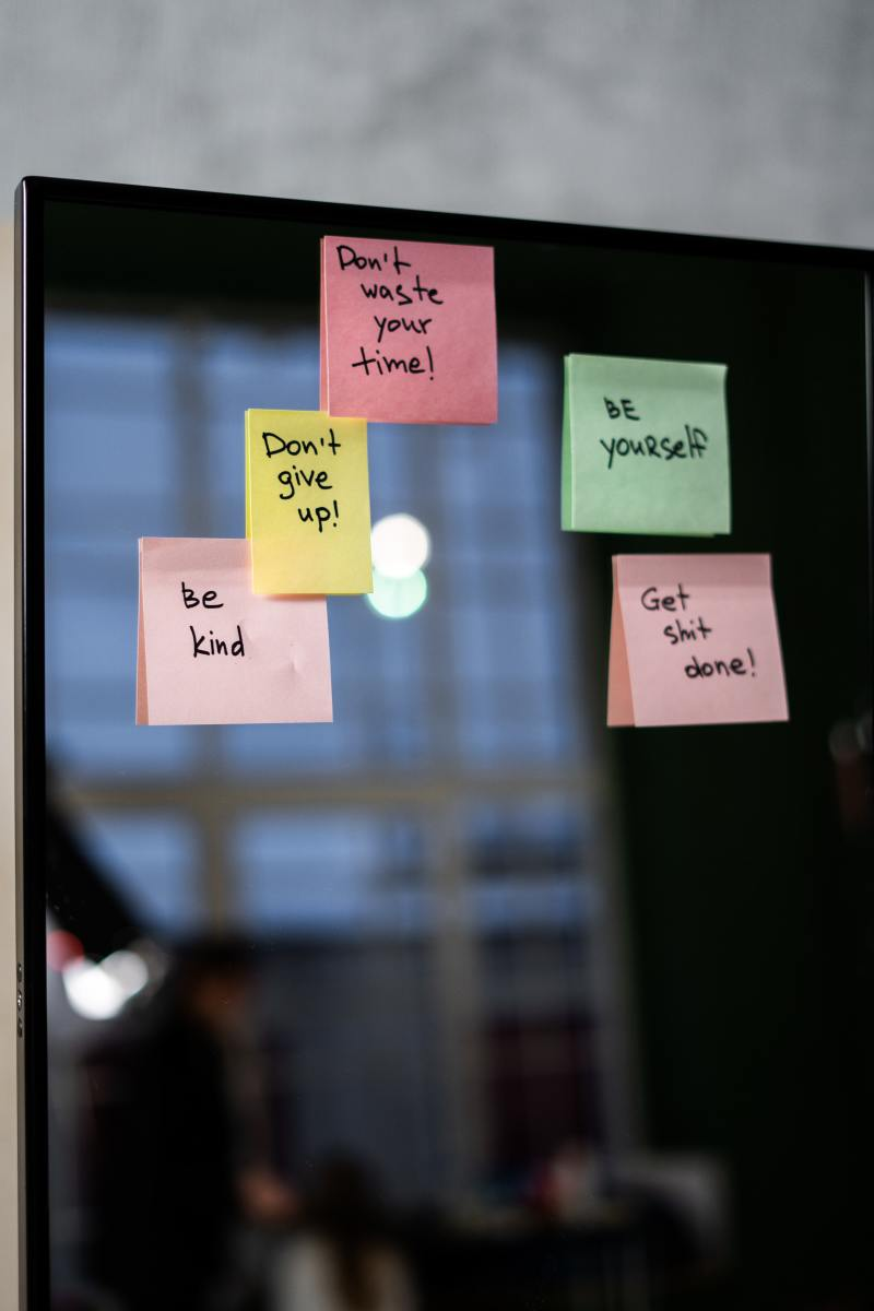 Keep your affirmations handy on sticky notes!