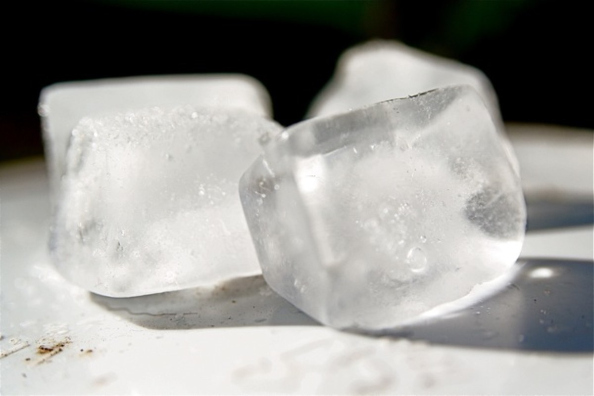 Apply ice cubes to a heat rash to reduce pain and swelling.