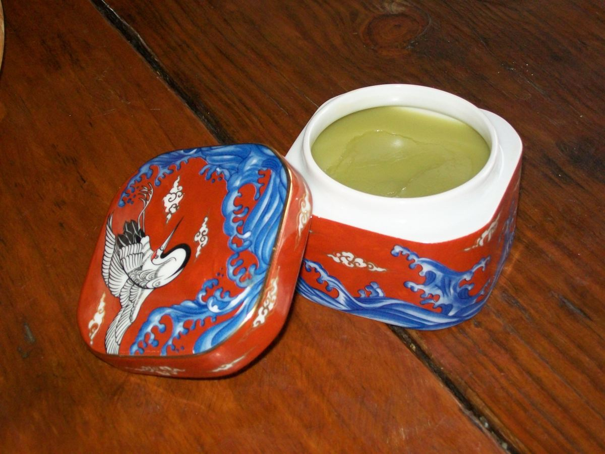 How To Make Ointments and Salves for the Home First Aid Kit for Cuts, Scrapes, Burns, and Bruises